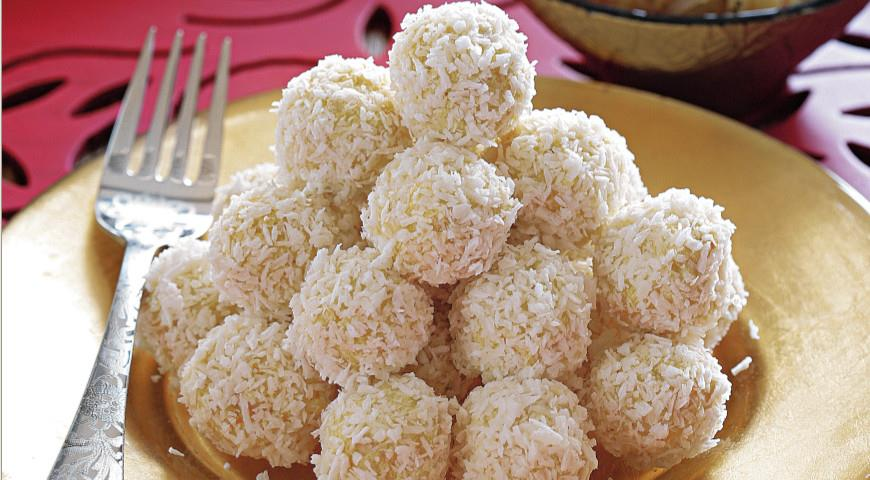 Chicken Balls with Coconut and Curry
