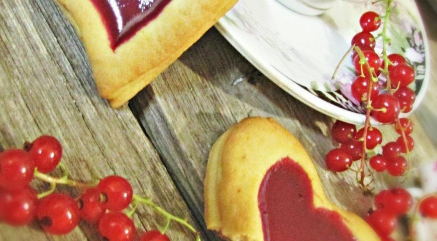 Hearts with red currants