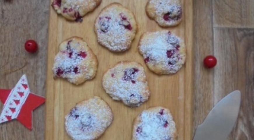 Winter cookies with cranberries and apples
