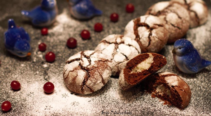 Chocolate cookies with coconut filling