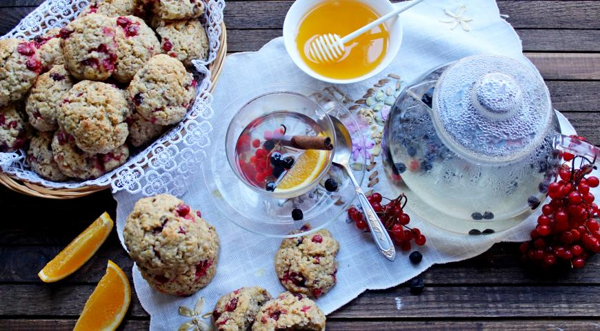 Oatmeal - curd biscuits with cranberries