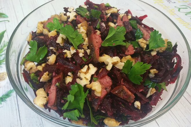 Beetroot Salad with Liver and Walnuts