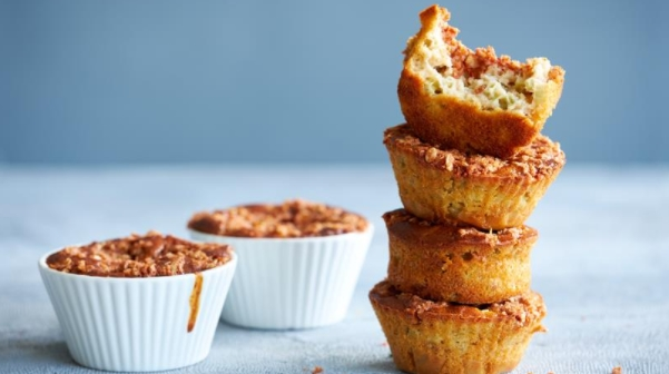 Muffins with Rhubarb and Crispy Crumbs