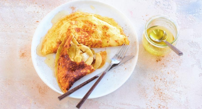 Sweet Omelet with Apples and Honey