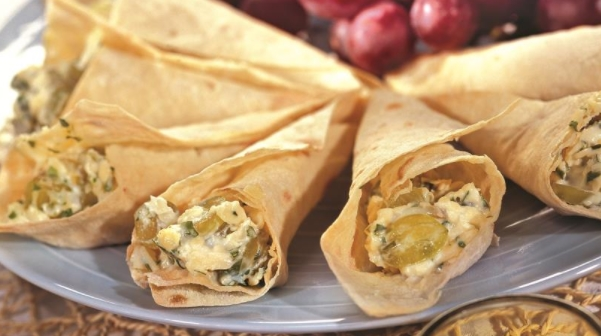Lavash Buns with Cheese and Grapes
