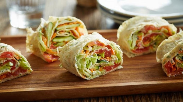 Rolls with Fish, Cabbage and Carrots