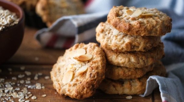 Cookies with Dried Apricots and Yogurt