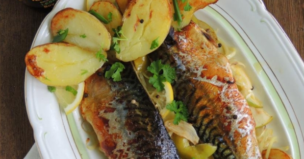 Mackerel Baked with Apples