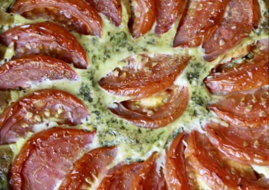 Quiche with Tomatoes in Spinach Sauce
