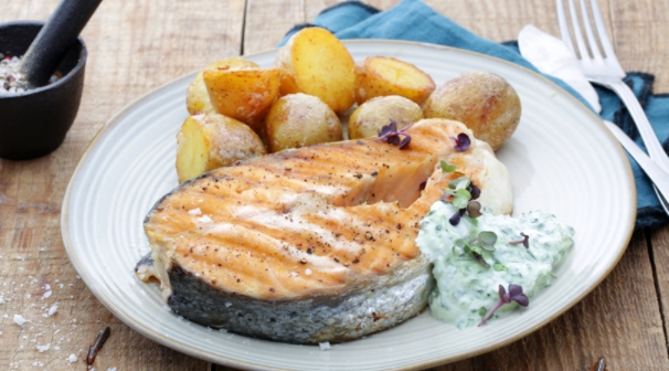 Grilled Salmon with Yoghurt and Herb Sauce