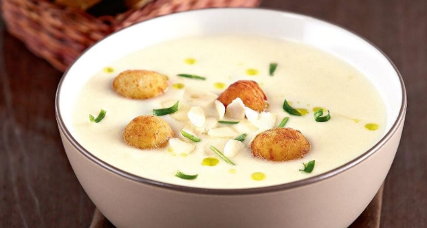 Cauliflower Soup with Cheese Balls