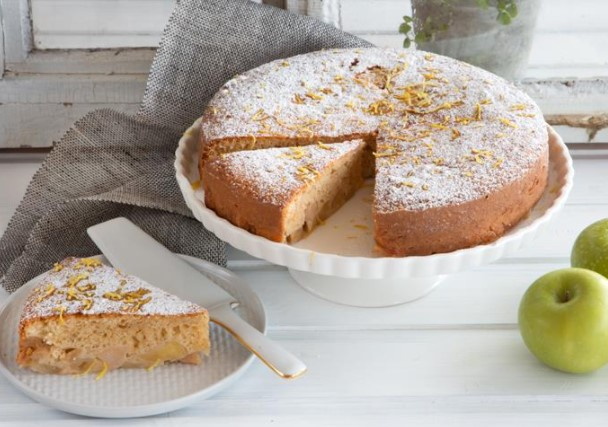 Charlotte with Apples and Semolina
