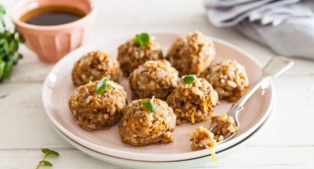Rice Balls with Steamed Pork