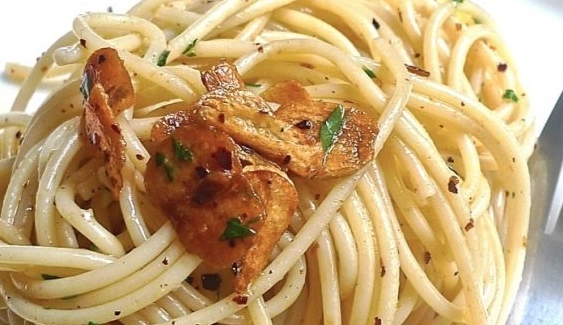 Spaghetti with Garlic and Parsley