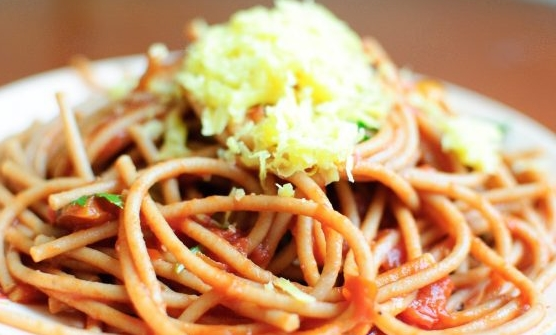 Spaghetti with Basil and Tomatoes
