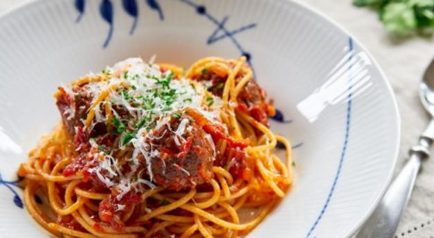 Spaghetti with Meat Balls in Tomato Sauce