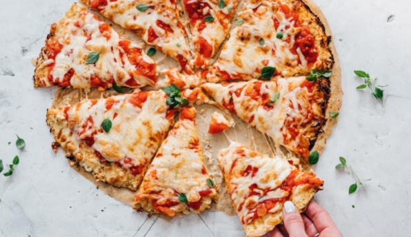 Pizza without Flour, with Cauliflower Dough