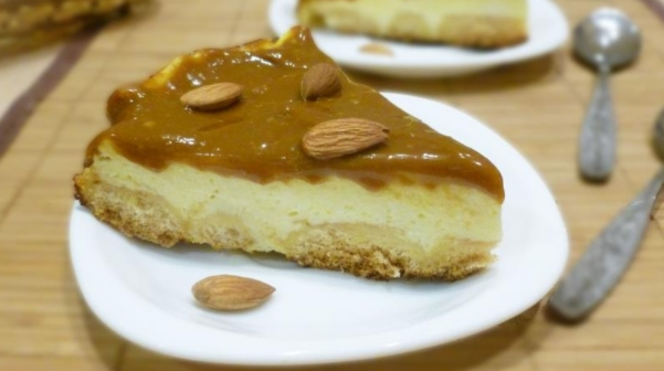 Yoghurt Cheesecake with Almonds and Boiled Condensed Milk
