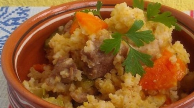Wheat Porridge with Soy Meat and Vegetables
