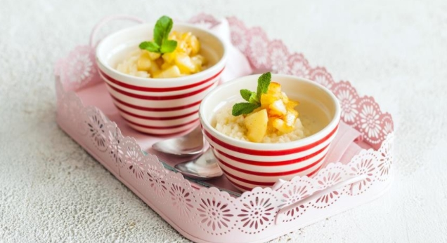 Rice Porridge with Vanilla and Apples