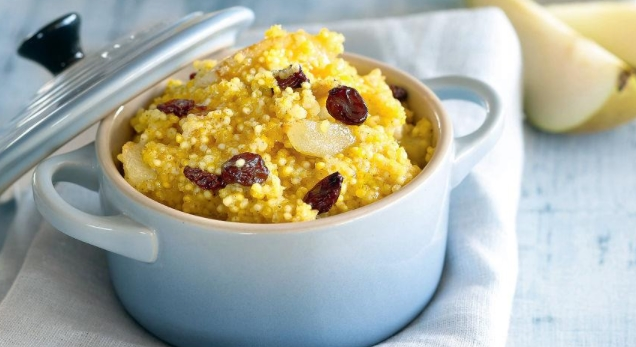 Millet Porridge with Pear and Raisins