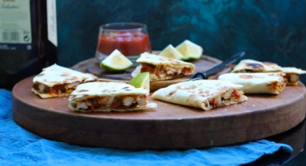 Quesadilla with Chicken and Vegetables