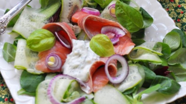 Salad with Cucumber and Salmon in Yoghurt Dressing