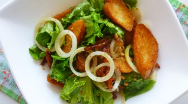 Salad with Bacon, Croutons and Pine Nuts