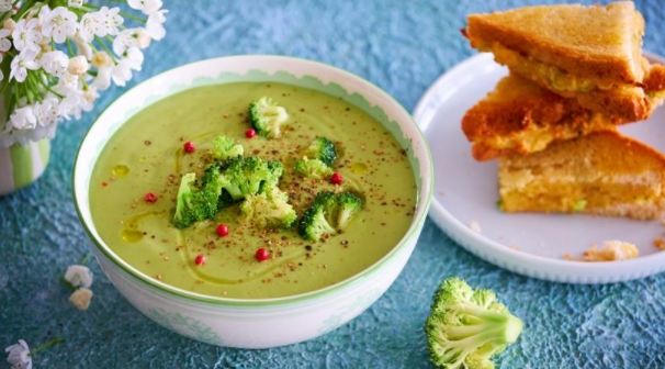 Broccoli Soup with Cheese Croutons