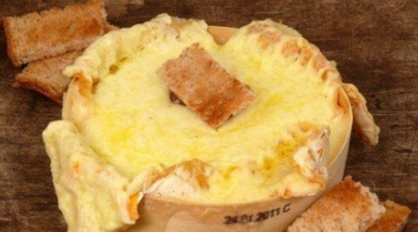 Baked Camembert with Garlic