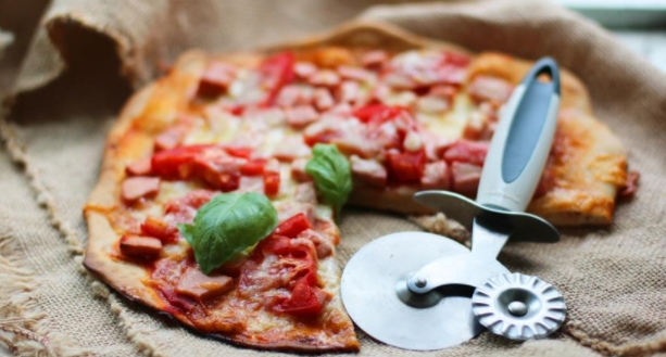 Pizza with Sausage (with whole Grain Flour)