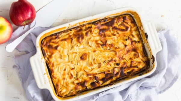 Cottage Cheese Casserole with Noodles and Apples