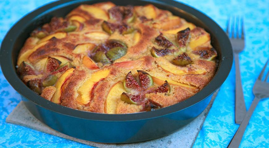 Pie with Nectarines and Figs