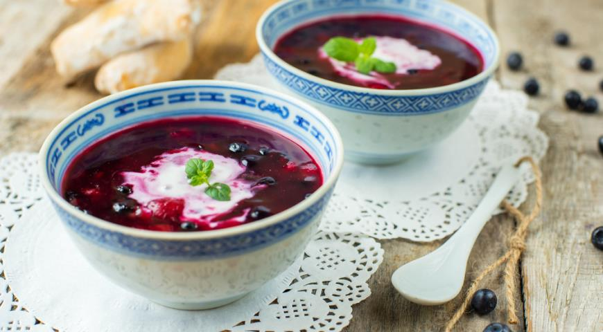 Blueberry Soup with Wine and Cardamom