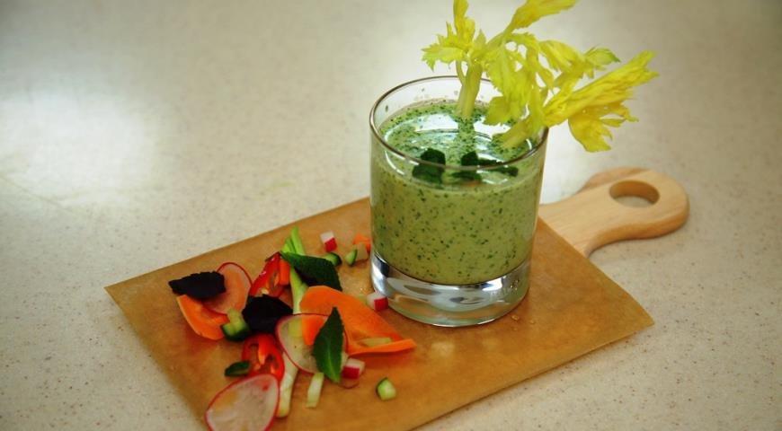 Summer Green Soup with Arugula and Mint