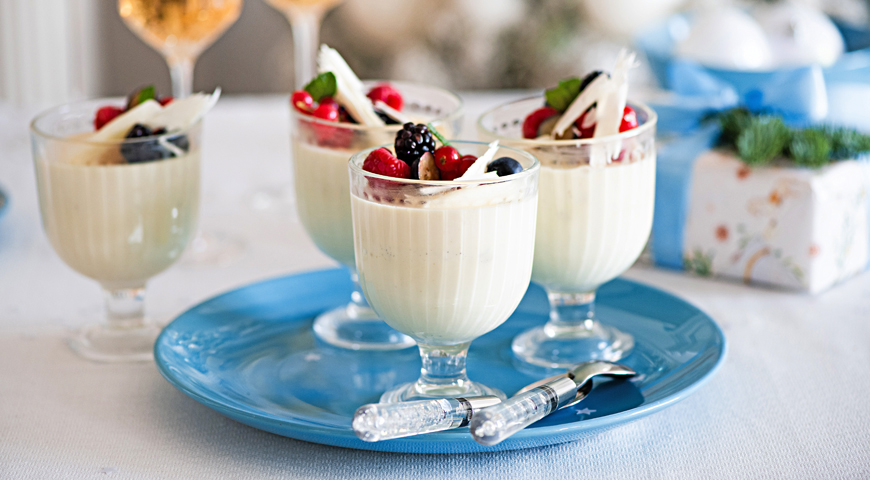 Panacotta with White Chocolate and Candied Fruits