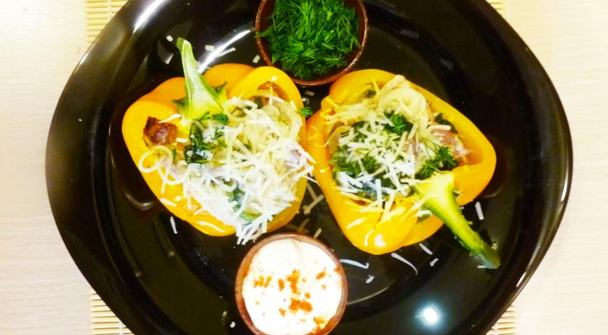Peppers Stuffed with Rice Noodles and Figs