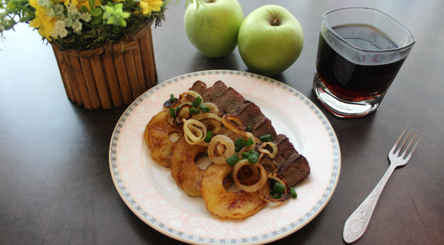 Beef Liver with Onions and Apples