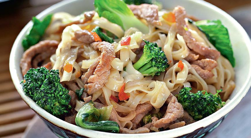 Rice Noodles with Beef, Bok Choy and Broccoli