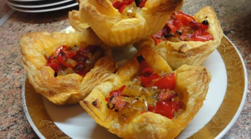 Tartlets with Pepper and Capers