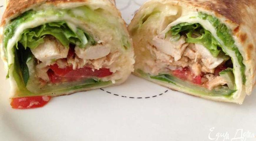 Roll with Chicken and Vegetables