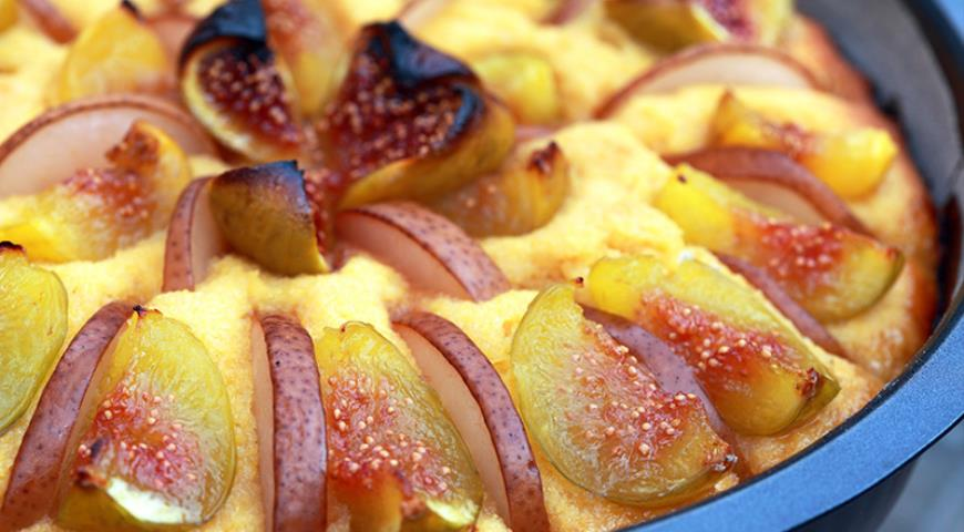 Fig and Pear Pie on Yeast Dough with Corn Flour