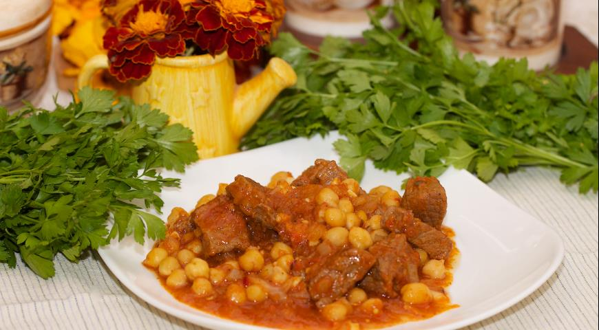 Chickpeas with Beef and Vegetables