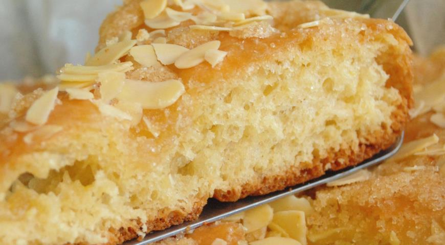 Quick Yeast Pie with Cardamom