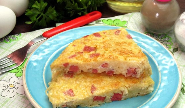 Omelet with sausage and instant noodles