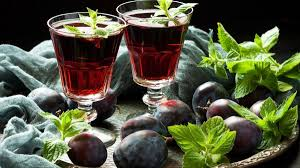 Prune aperitif