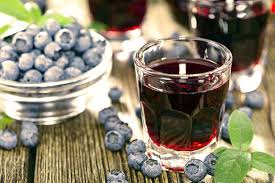 Blueberry wine with mint