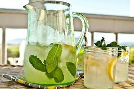 Natural energy drink with mint