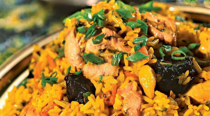 Pilaf with chicken and prunes