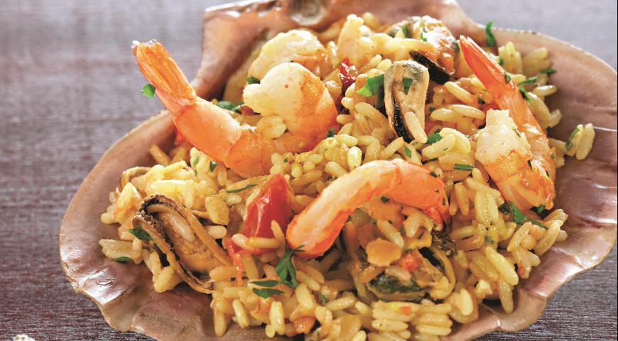 Pilaf with shrimps and mussels